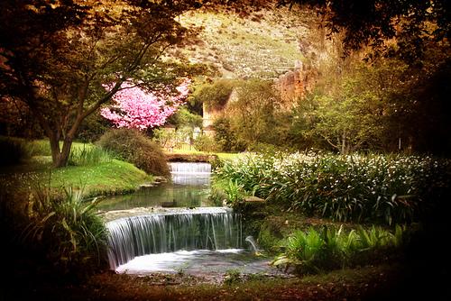 Doganella di ninfa la storia e il mito di ninfa - I giardini di ninfa ...